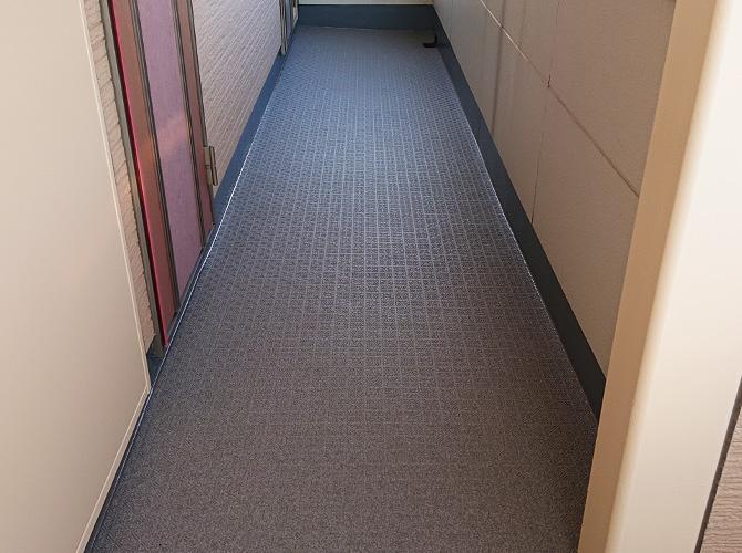 廊下の長尺シート施工完了後