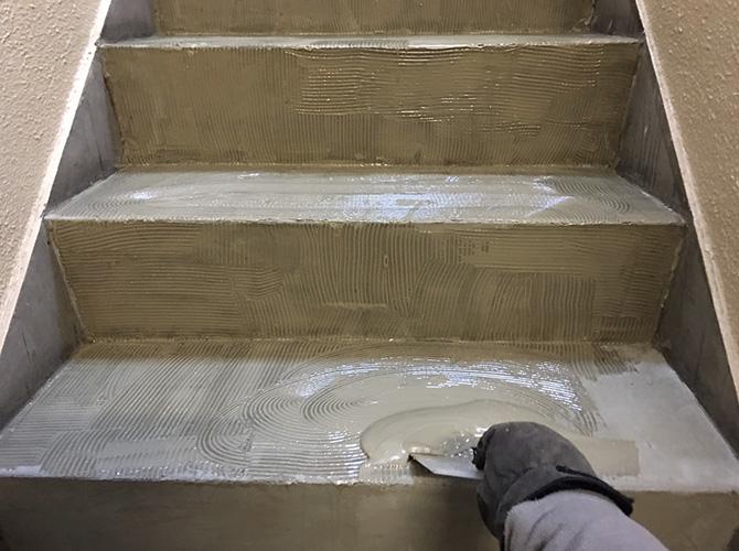 接着剤の塗布