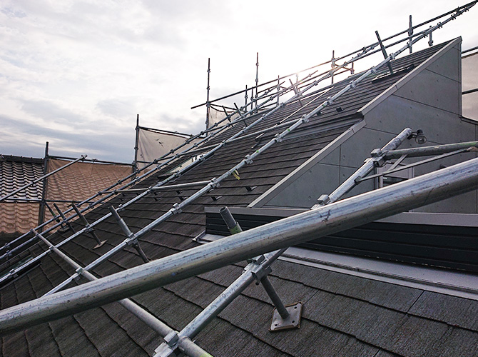 屋根足場の設置