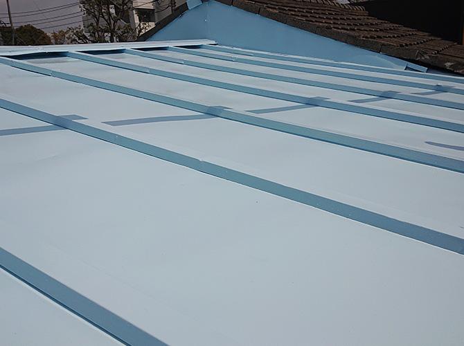 トタン屋根塗装の上塗り完了後