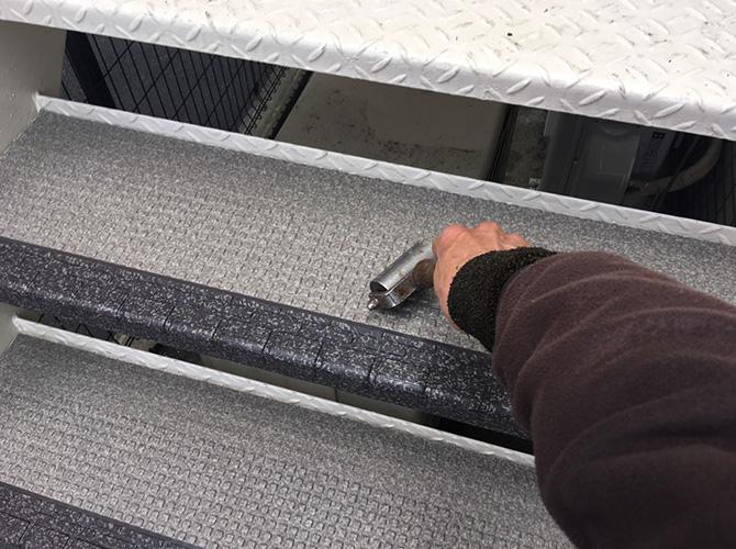 階段のローラー圧着