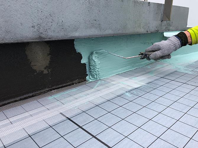 立上り部分のウレタン防水材塗布