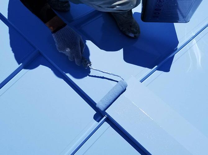 工場屋根塗装の上塗り