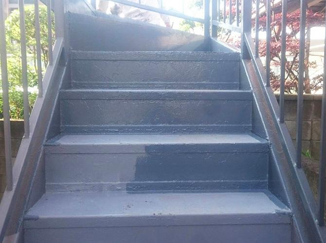 鉄骨階段の上塗り