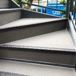 足立区Pアパートの鉄骨階段リフォーム – 階段長尺シート張り替え工事
