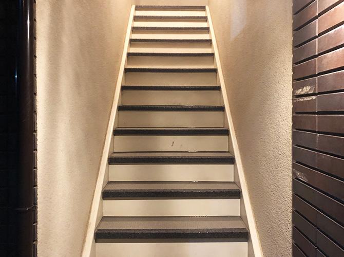 階段長尺シート工事の完了後