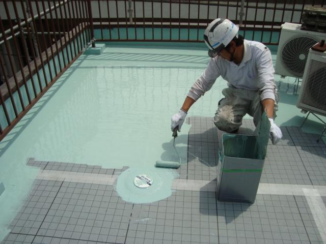 ウレタン防水の施工中