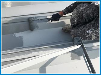 折板屋根塗装のローラー手塗り