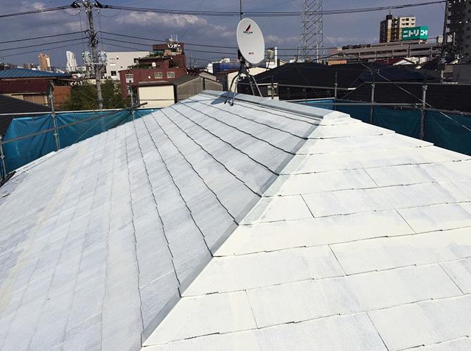 屋根塗装の下塗り後
