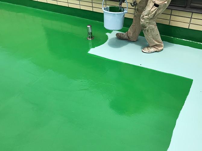 屋上床部分のトップコート塗布