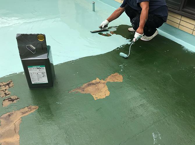屋上床部分のウレタン防水材塗布