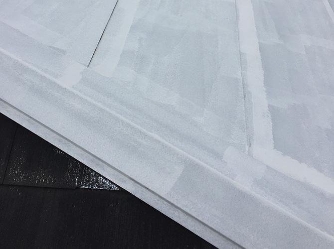 台風対策の屋根塗装の下塗り