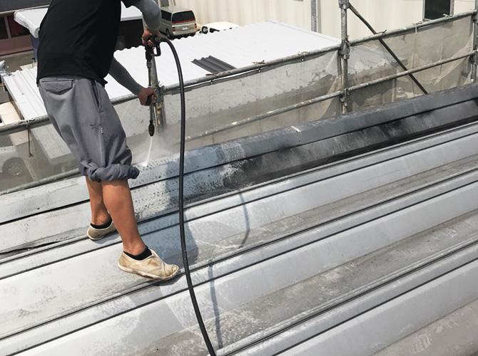 折板屋根の高圧洗浄