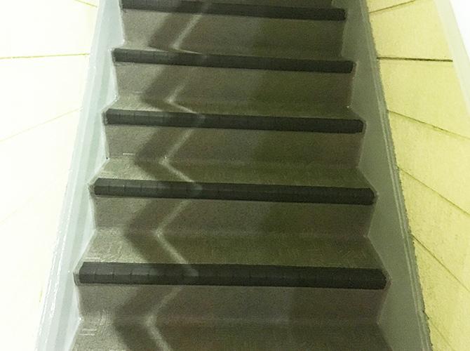 アパート階段の長尺シートの施工完了後