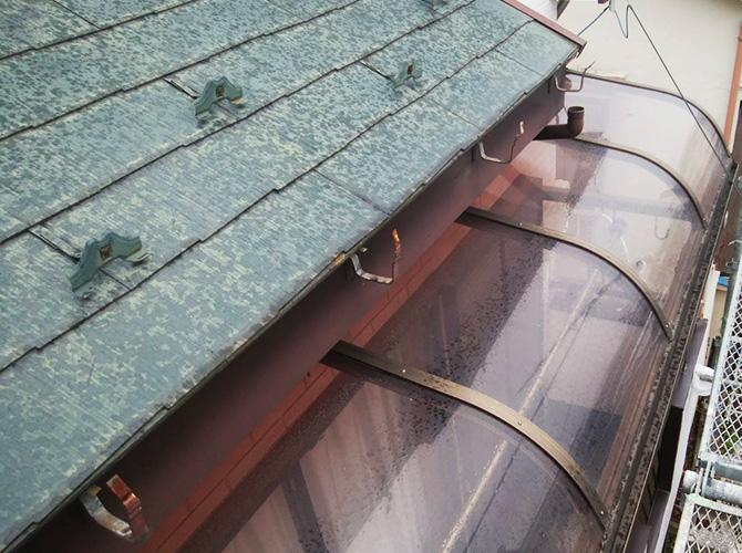 雨樋交換工事の施工中
