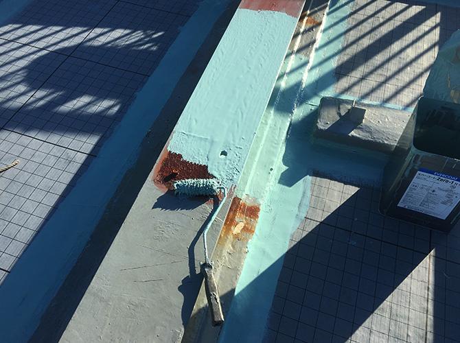 架台のウレタン防水材塗布