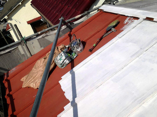 トタン屋根塗装の下塗り