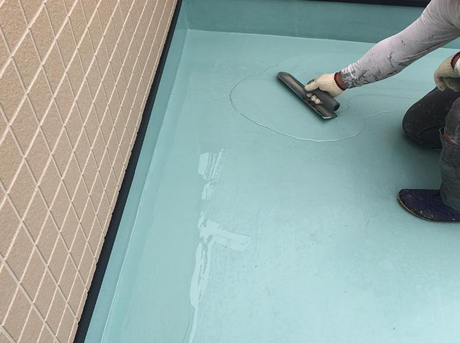 ウレタン防水材の二層目塗布
