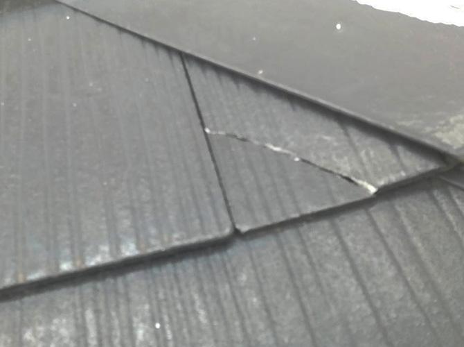 屋根ひび割れ補修の施工前