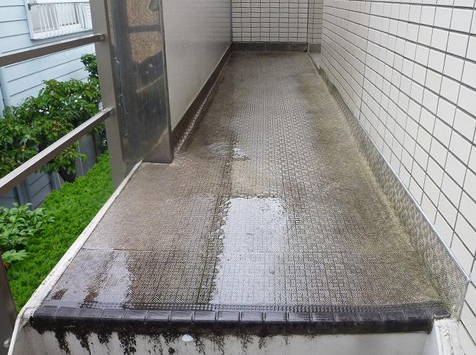 廊下の長尺シート工事の施工前