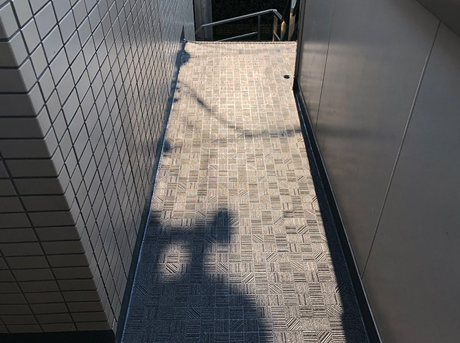 廊下の長尺シート完了後