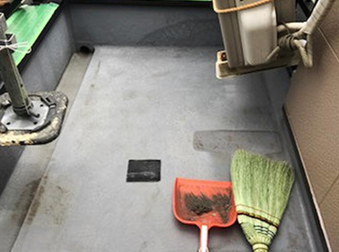 バルコニー床の清掃