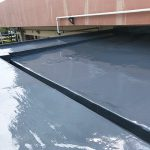 足立区学童保育室の屋根防水工事 – エントランス屋根の雨漏り修理工事