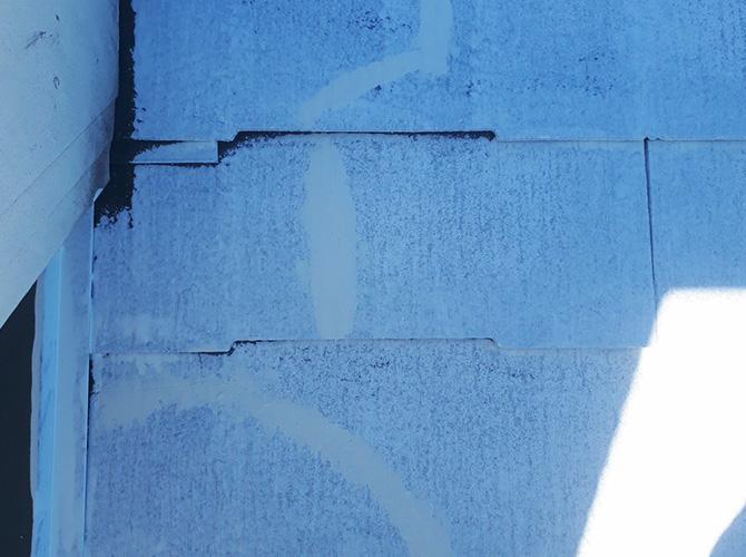 屋根のひび割れ補修後