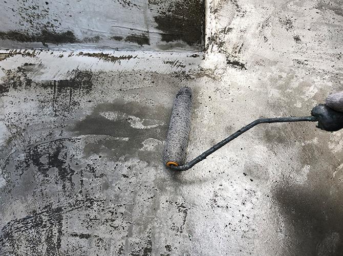 床面のプライマー塗布